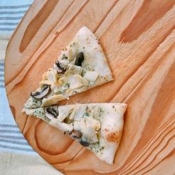 finshed artichoke mushroom pizza