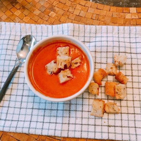 Tomato soup w croutons